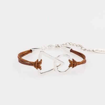 Vista frontal de una pulsera nelumbo link unión marrón pulseras de cuero y plata.