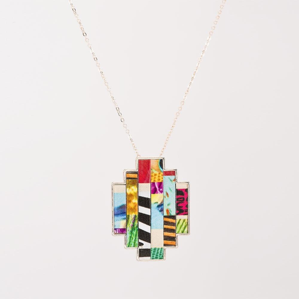 Colgante Nelumbo bit jungle colgantes de cuero y plata slow fashion hecho en España ideal para regalos originales.