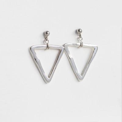 Pendientes Nelumbo link unión de plata triángulos moda sostenible hecho en España.