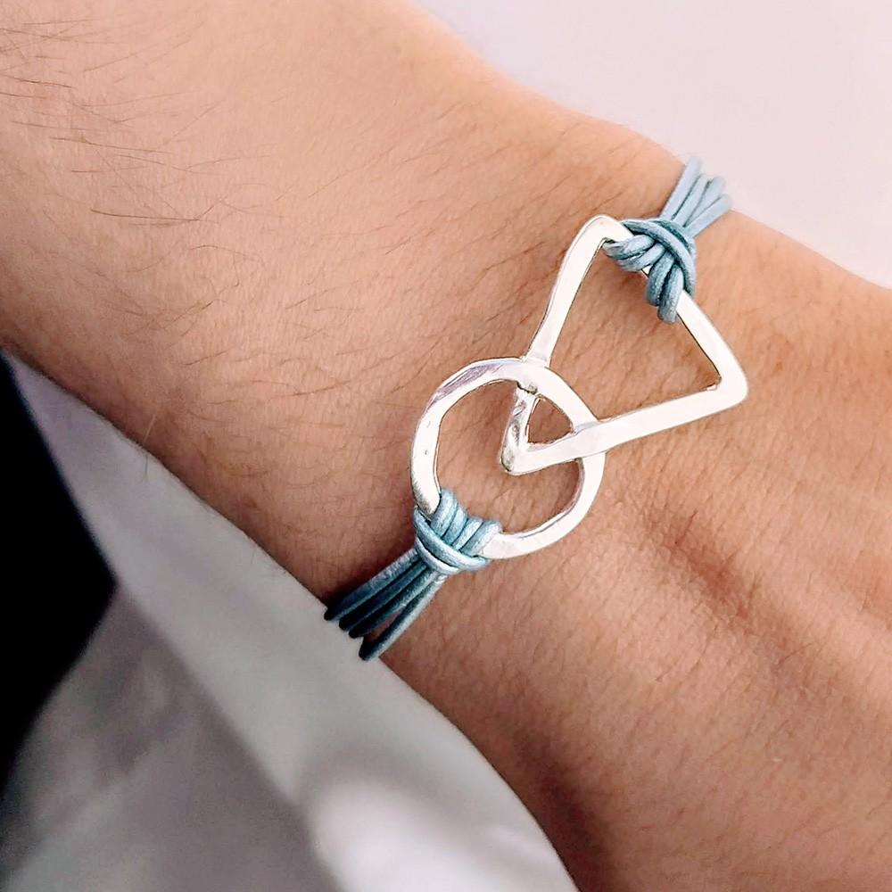 vista principal de pulsera link nelumbo de un precioso turquesa con motivo geometrico de plata y cuero