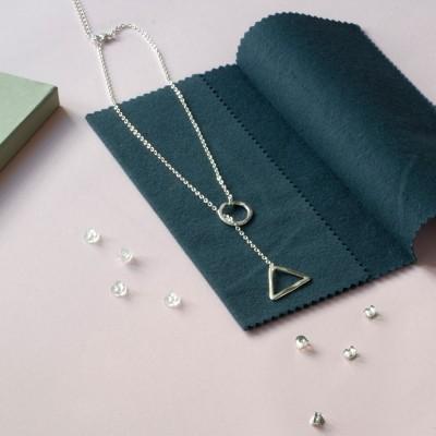 foto de kit con colgante en mopa de limpiar joyas de plata