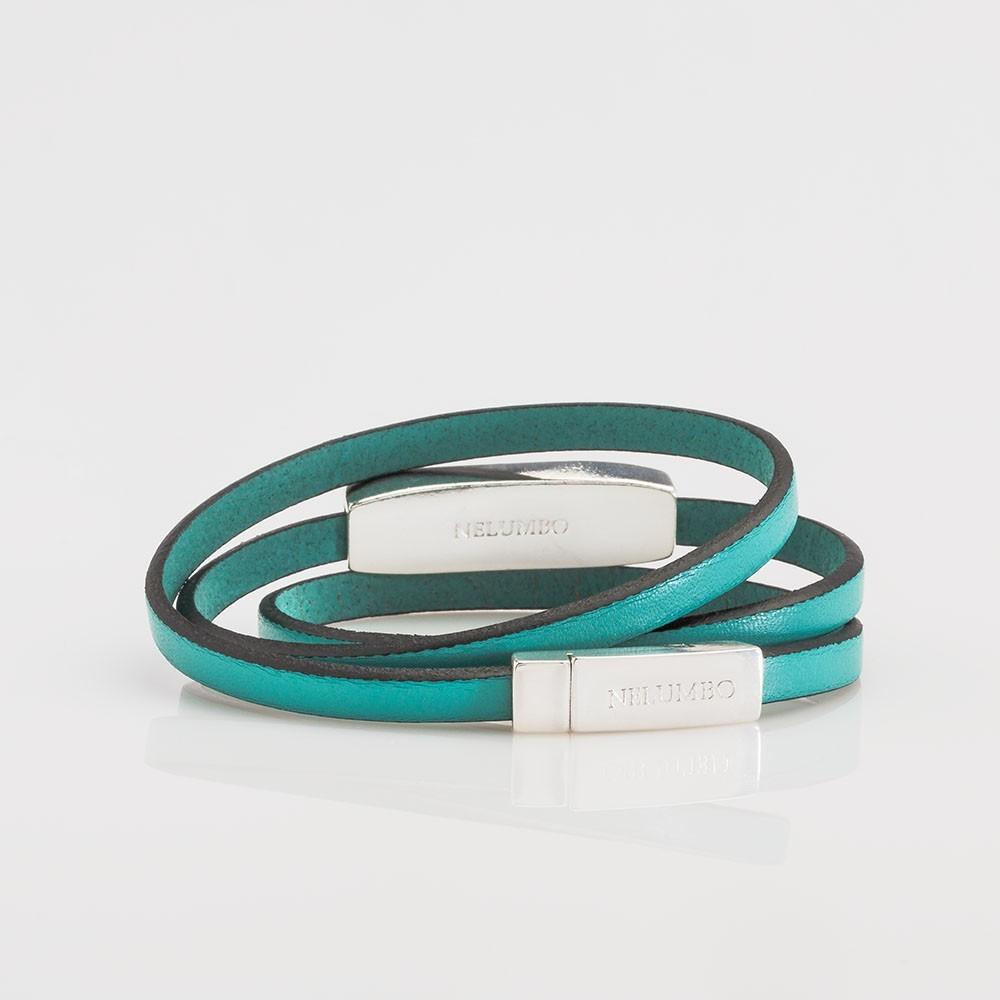 Vista trasera de pulsera vuelta Nelumbo cuero verde y plata colección Twiggy.