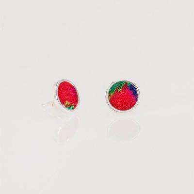 Vista de pendientes Nelumbo de piel y cuero con mini círculo colección Trópico rojo.