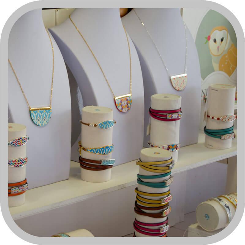 Exposición de productos en tiendas.